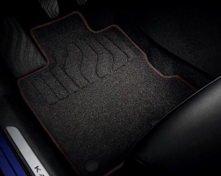 Комплект високоякісних тканинних килимків Bose® Black Edition – Передні і задні (стандартно для Black Edition)
